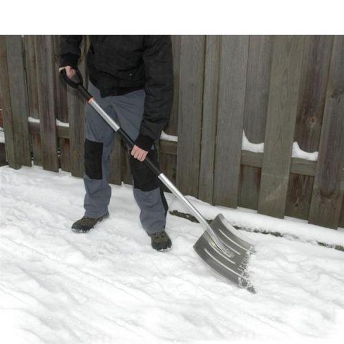 Fiskars Light Snow Pusher