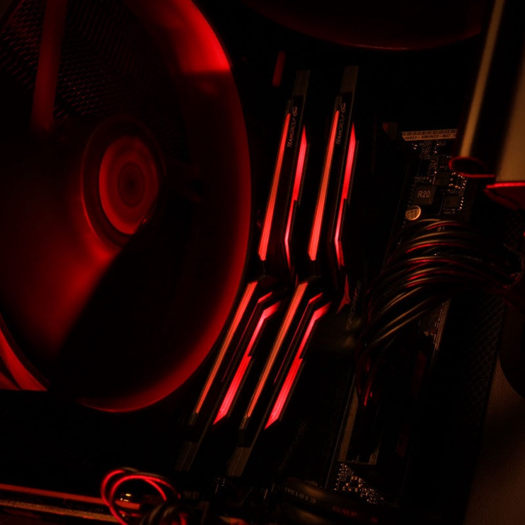 Team Group T-Force Nighthawk Red LED 32GB 3200MHz CL16 DDR4 KIT OF 2 THRD432G3200HC16CDC01