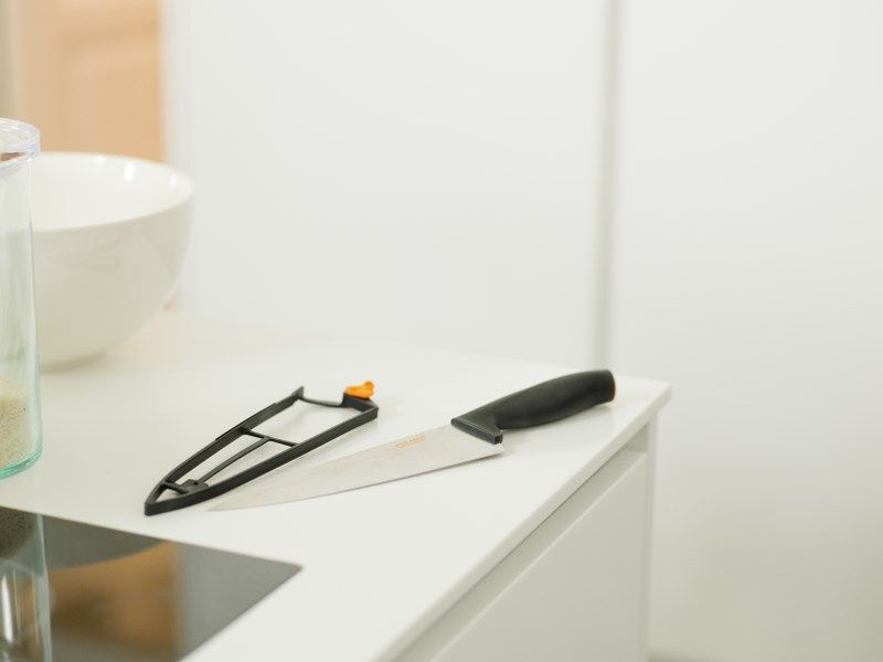 Fiskars Functional Form Large Cook`s Knife with Sheath 20cm